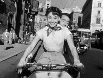 Audrey Hepburn e Gregory Peck nel film Vacanze romane (1953)
