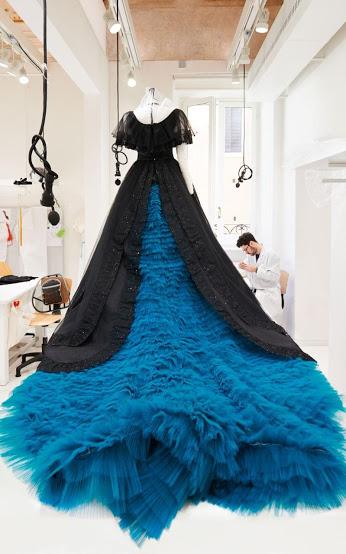 7-Uno dei 4 abiti di Violetta,photo Danilo Scarpati
