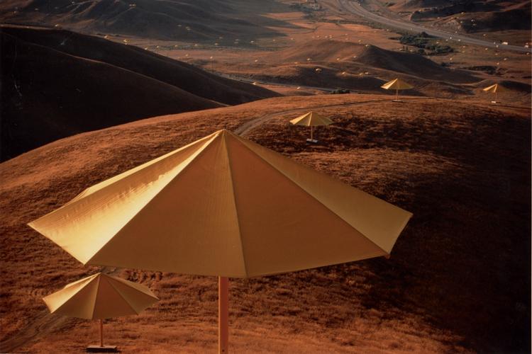 8--Omaggio-a-Christo,-Umbrellas