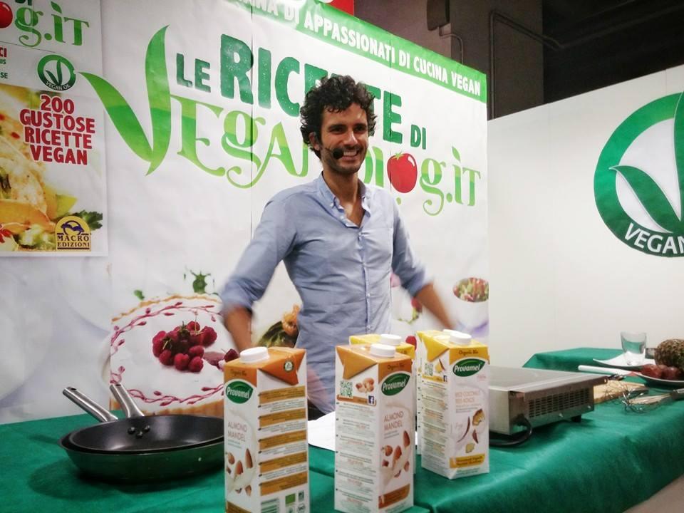 10- Showcooking di Marco Bianchi all'angolo cucina del @Veganfest di #SANA2015 in collaborazione con @VeganOK