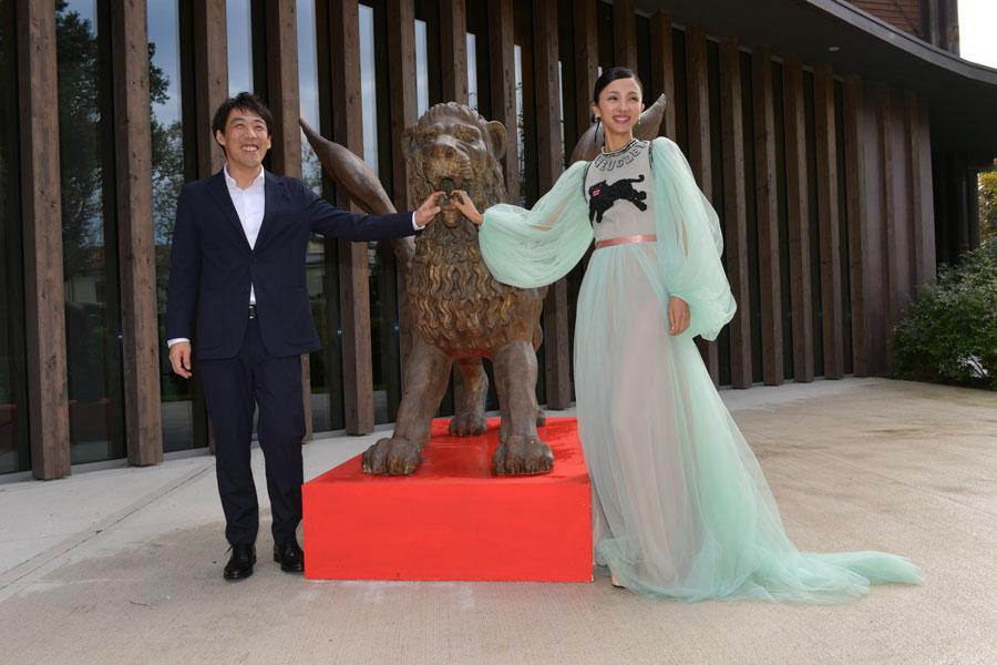 9-gucci-red_carpet_-_gukoroku_-_ishikawa_kei_-_hikari_mitsushima_-_la_biennale_di_venezia_-_foto_asac