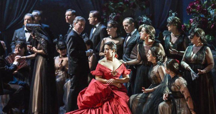 La Traviata veste Valentino