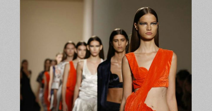 Victoria Beckham SS 2017 sfila a New York Fashion Week